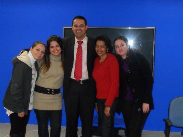 Edilene, Juliana, Wagner, Aline e eu, no último trabalho de TV :) (Meire teve que trancar a facu durante um semestre)